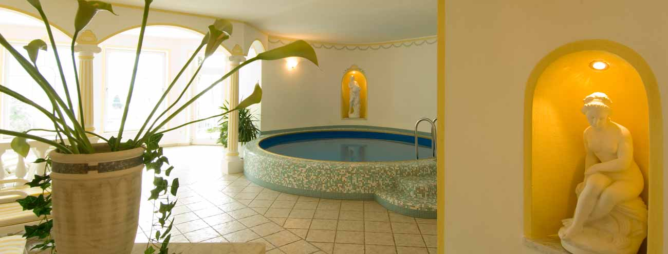 The hot tub in the spa of the Residence Königsrainer